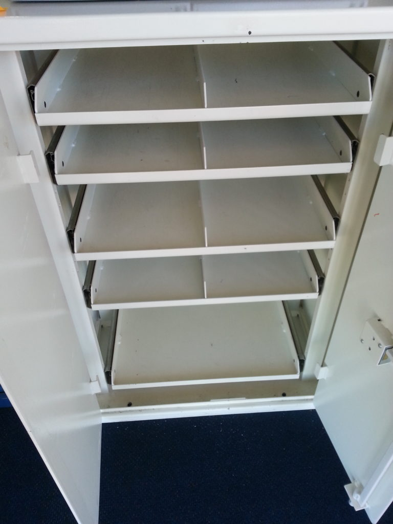 S/Hand Steelguard Coin Cabinet with internal shelves – Code:2070